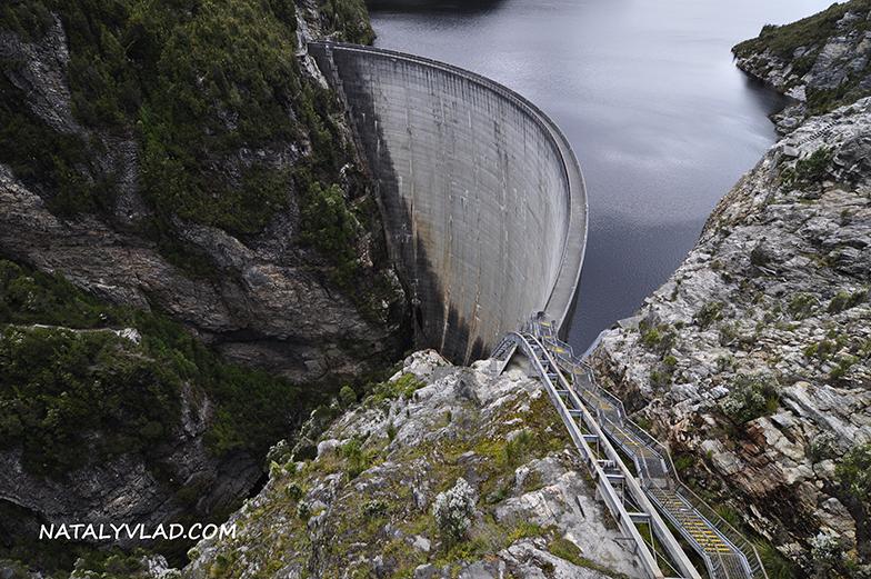 2012-12-30 - Спуск к дамбе Gordon Dam, Тасмания