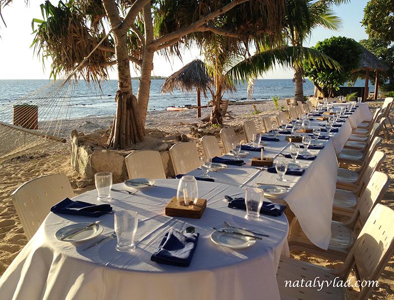 Ужин на пляже на закате при свечах, Отдых на островах Фиджи