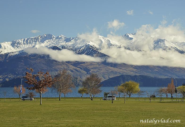 Новая Зеландия Ванака озеро Горы с облаками