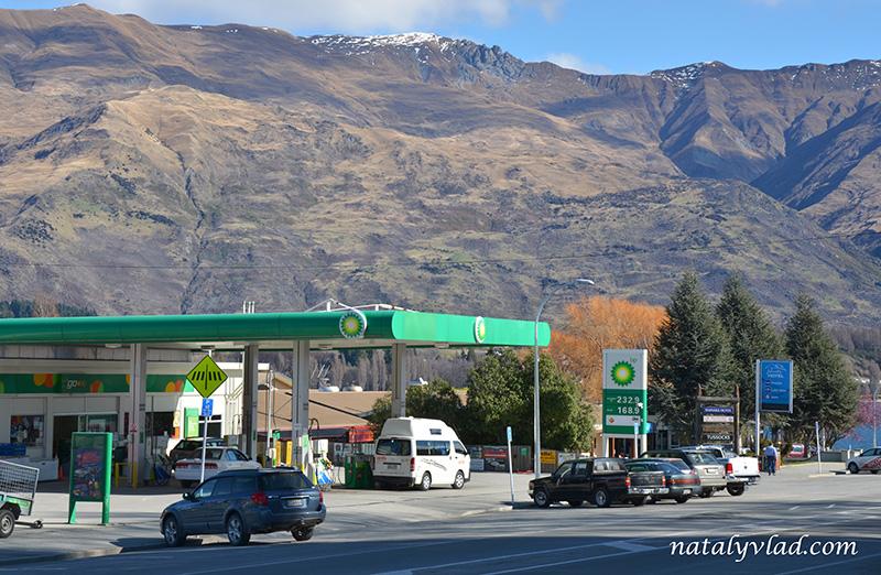 Новая Зеландия отдых Ванака улицы заправка