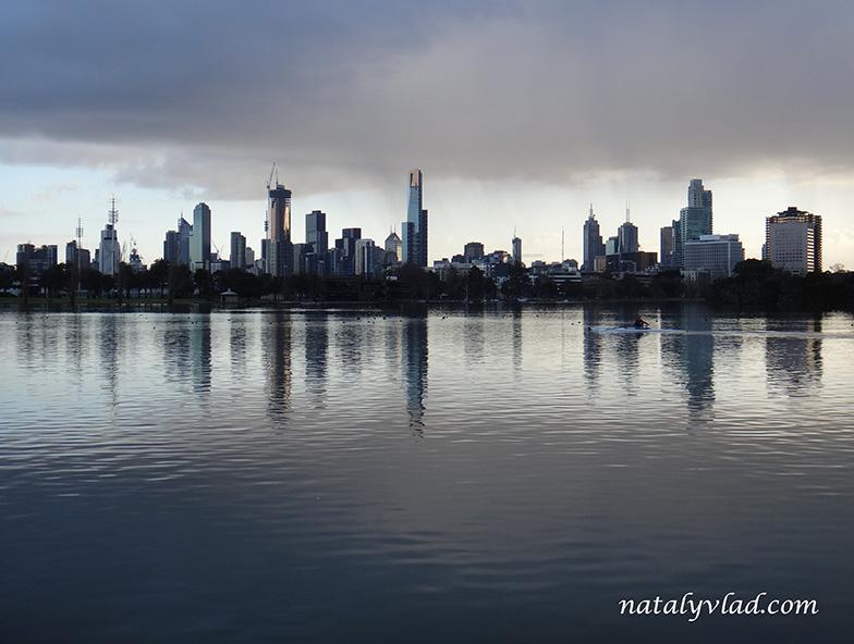 Жизнь в Австралии Блог Мельбурн Вид на центр города Озеро Альберт Парк