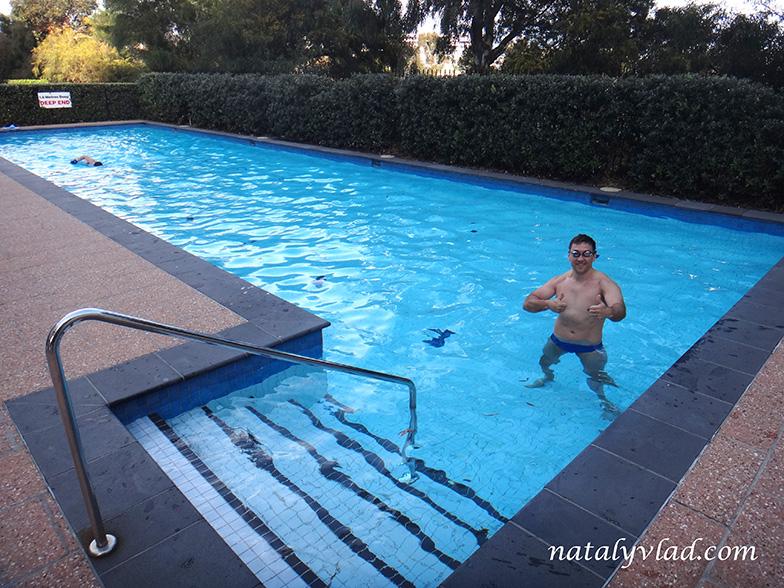 Жилье в Австралии Бассейн во дворе дома