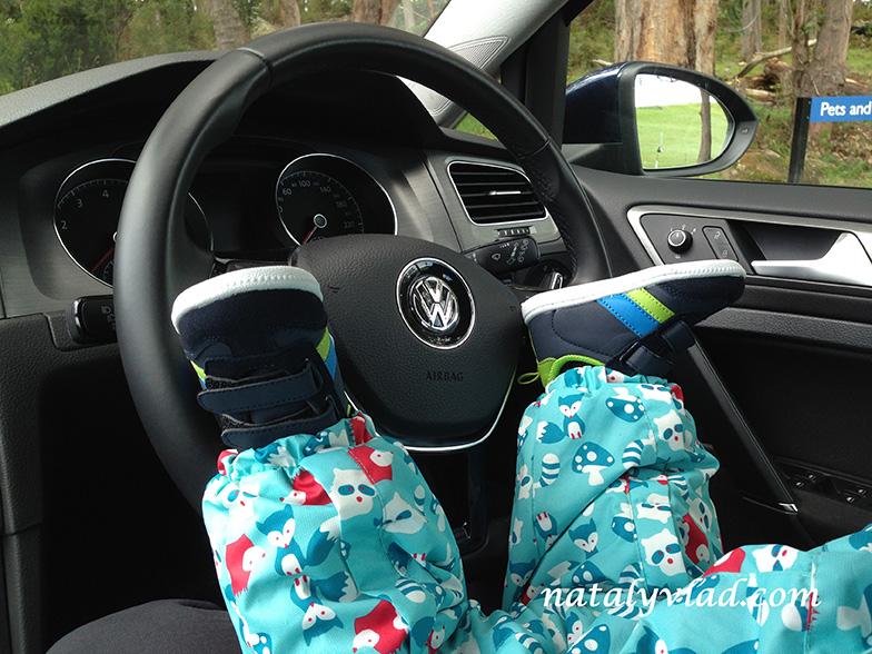 Ребенок за рулем автомобиля