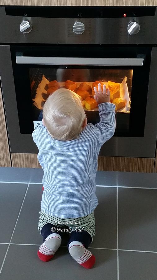 Наш малыш и тыква в духовке