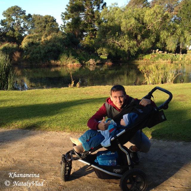 Australia-lifestyle-Werribee-Park-family-walk